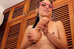 Katya heeft een spuitende dildo